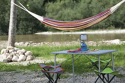 Campingtische aus Aluminium punkten mit Stabilität und leichtem Gewicht. (Foto: Thinkstock)