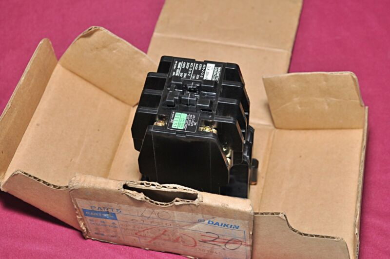Togami CLK-20H-P4 Electric Magnetic Contactor Clk20hp4