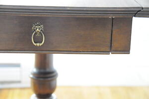 Duncan Phyfe Drop Leaf Table - Claw Detailing with LionHead Pull Kitchener / Waterloo Kitchener Area image 4