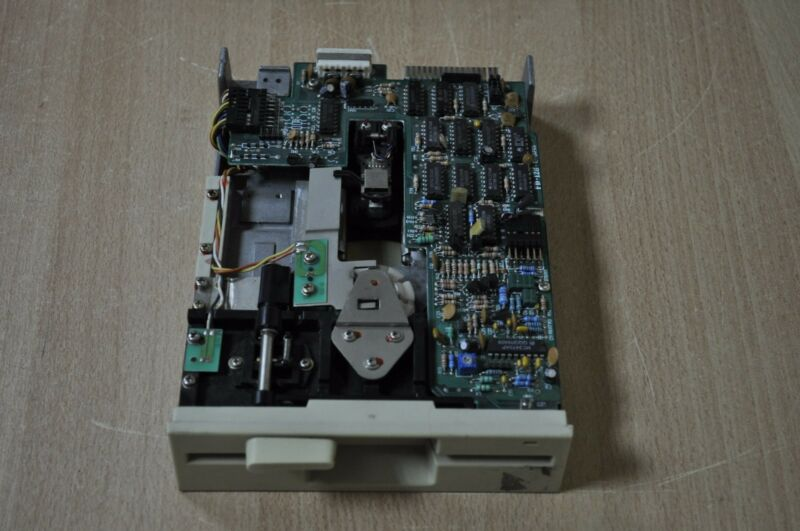 "FD-128-C JAPAN C10036552 0123456789 5.25"" INTERNAL FLOPPY DRIVE JVC SERVO Motor"