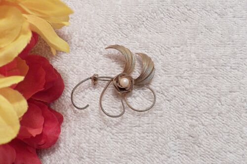 CLASSIC PIN BROOCH WHIMSICAL ARTISTIC DESIGN FAUX PEARL LOOPED DESIGN VL-AG
