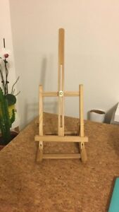 Mini easel for art displaying or painting