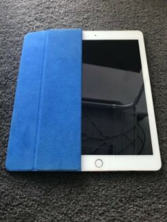 iPad Air 2 16gb gold perfect condition with official smart cover