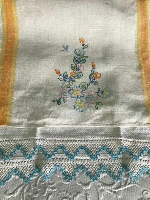 AnTiQuE Embroidery & Drippy CROCHET LACE * Vintage LINEN TOWEL LOT