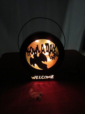 M.T. TOMB'S HOWL A DAY INN Halloween Metal Lighted Welcome Sign