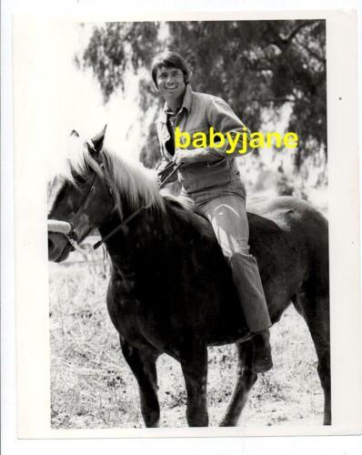 CHAD EVERETT ORIGINAL 8X10 PHOTO CUTE RIDING A HORSE 1970