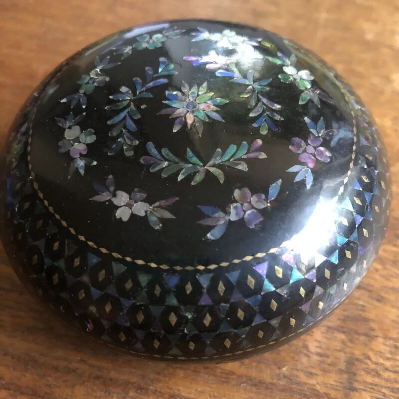 Antique Chinese lacquer box with mother of pearl Abalone inlaid