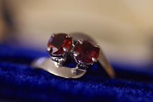 Vintage 18k white gold ring with two ruby red garnets