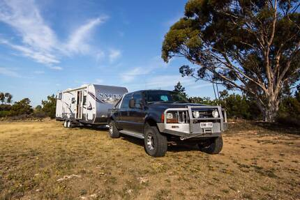 Luxury Motoring - F250 2005 with 2013 Salem 26ft Expanda Caravan