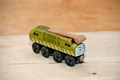 2003 LEARNING CURVE DIESEL 10 WOODEN TRAIN. THOMAS & FRIENDS. NICE DIG!
