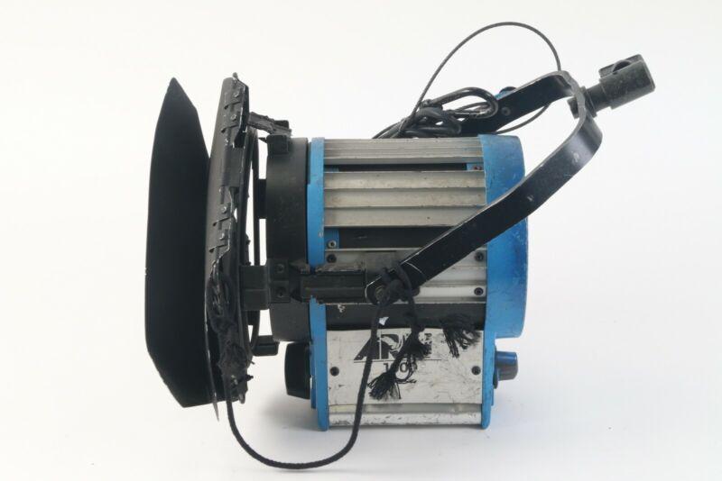 Arri 1000 Watt Focusing Fresnel Tungsten Light With Barndoors