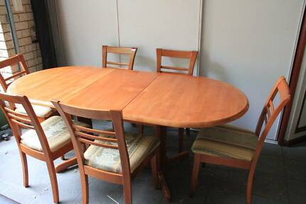 Hard Wood Dining Table 8seater very good condition