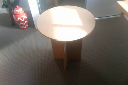 Bedside/Coffee/Display/lamp stand table Round. Great Condition Hamilton Hill Cockburn Area Preview