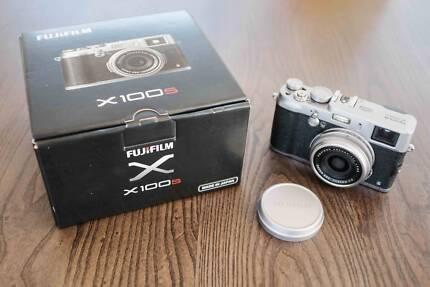Fuji X100s + Original Case