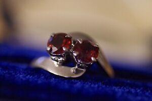 Vintage 18k white gold ruby red garnet ring