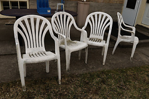 5 outdoor plastic chairs and a wood table