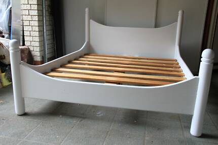 Queen Size White Wood Bed, very good condition