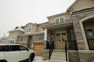 BEAUTIFUL 3 BEDROOM HOME IN ANCASTER
