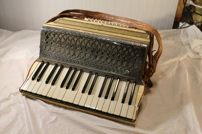 34 Key / 48 Bass Vintage Accordion made in Italy ( Playable Condition )