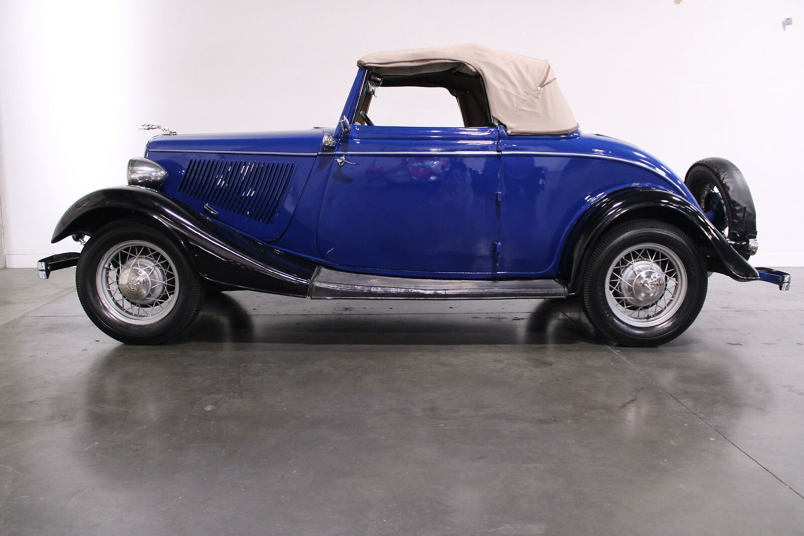 1933 Ford  Flathead V-8 Manual Convertible  Blue