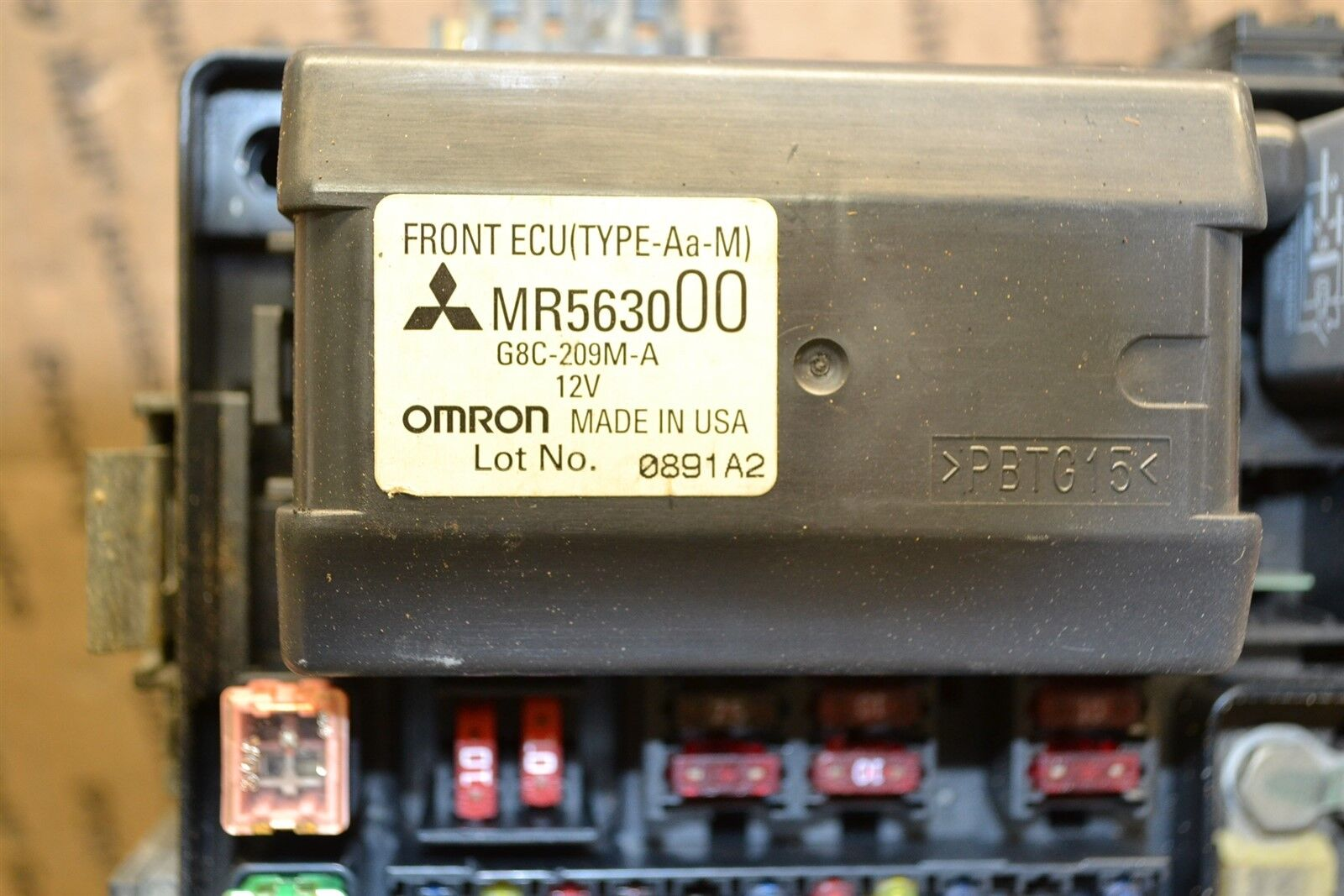 2001-2005 Mitsubishi Eclipse Fuse Box Junction OEM MR563000 Module 577-6D1