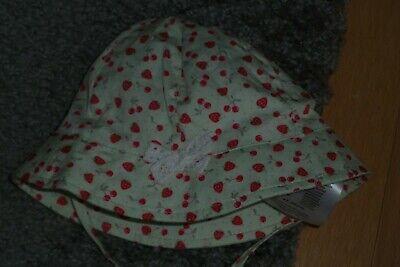 """Süsser Baby-Sonnenhut mit mit Erdbeeren""""ERGEE"""" Gr. 43/45 cm mit Krempe"""