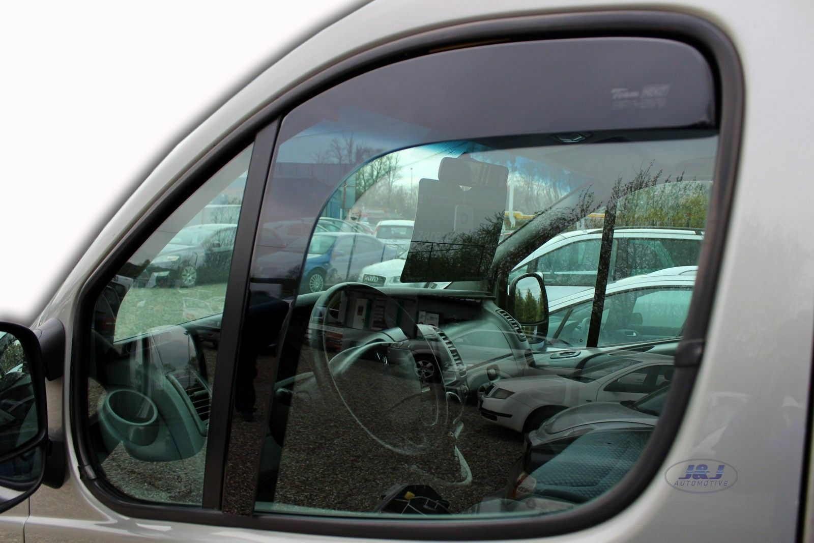 J/&J AUTOMOTIVE Deflecteurs dair d/éflecteurs de Vent Compatible avec Opel Movano 2 Portes 1998-2010 2 pi/èces