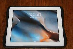 IPad 2 - 32gb - White + Screen protector + Gecko gaming cover Lakelands Lake Macquarie Area Preview