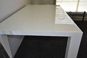 White Gloss Dining table 1.6m x 0.9m Very Good condition Armidale Armidale City Preview