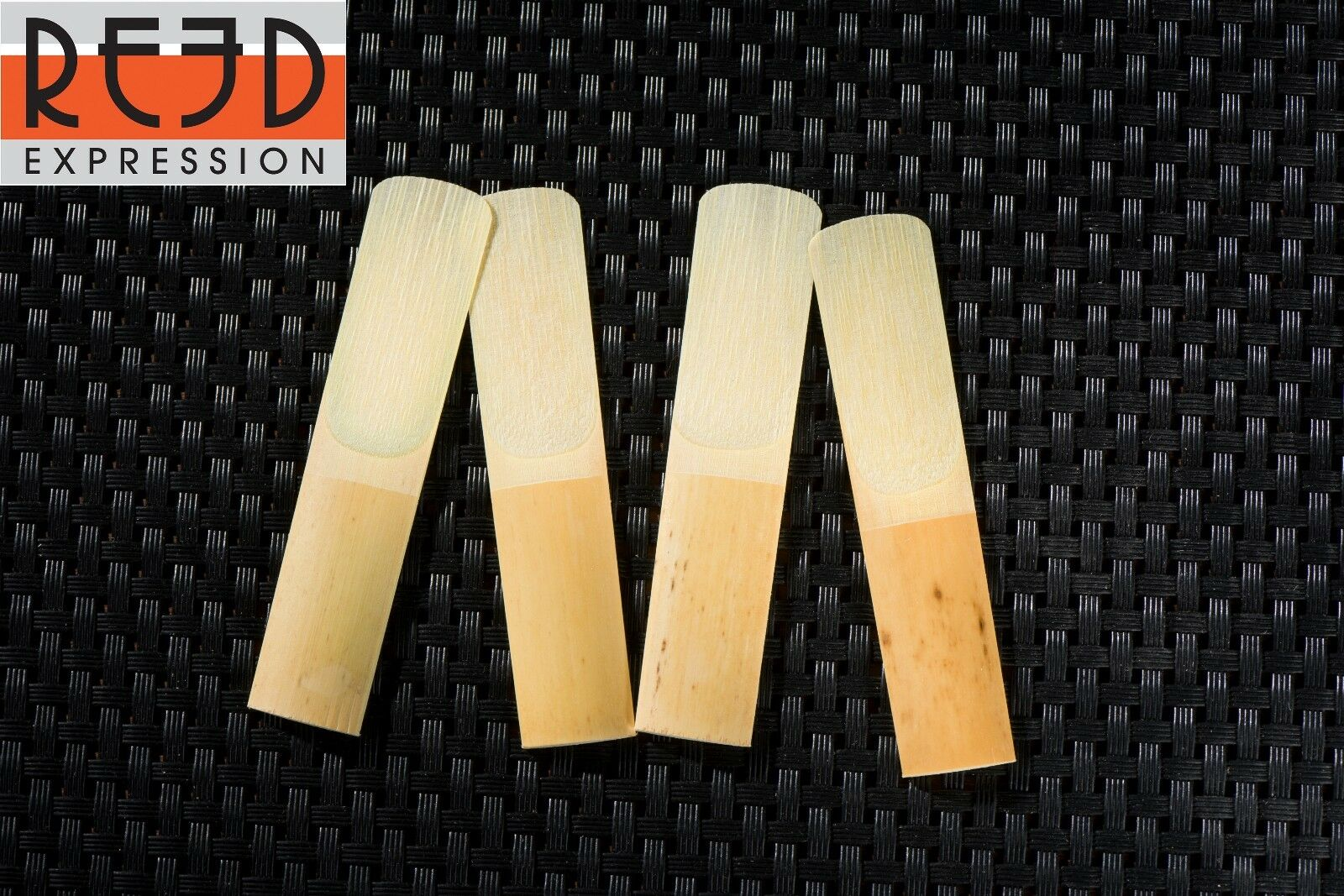 Pack of 10 Dilwe Saxophone Reeds Strength 2.5 Alto Saxophone Sax Bamboo Reeds with Plastic Case