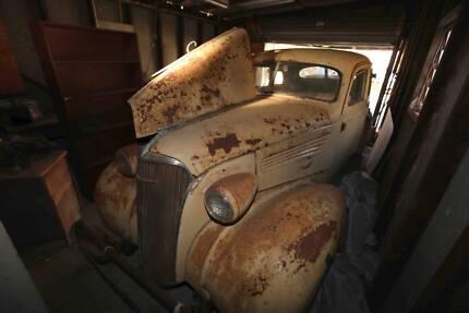 Chevrolet 1937 Vintage Sedan - ONE OWNER with Provenance. Antique