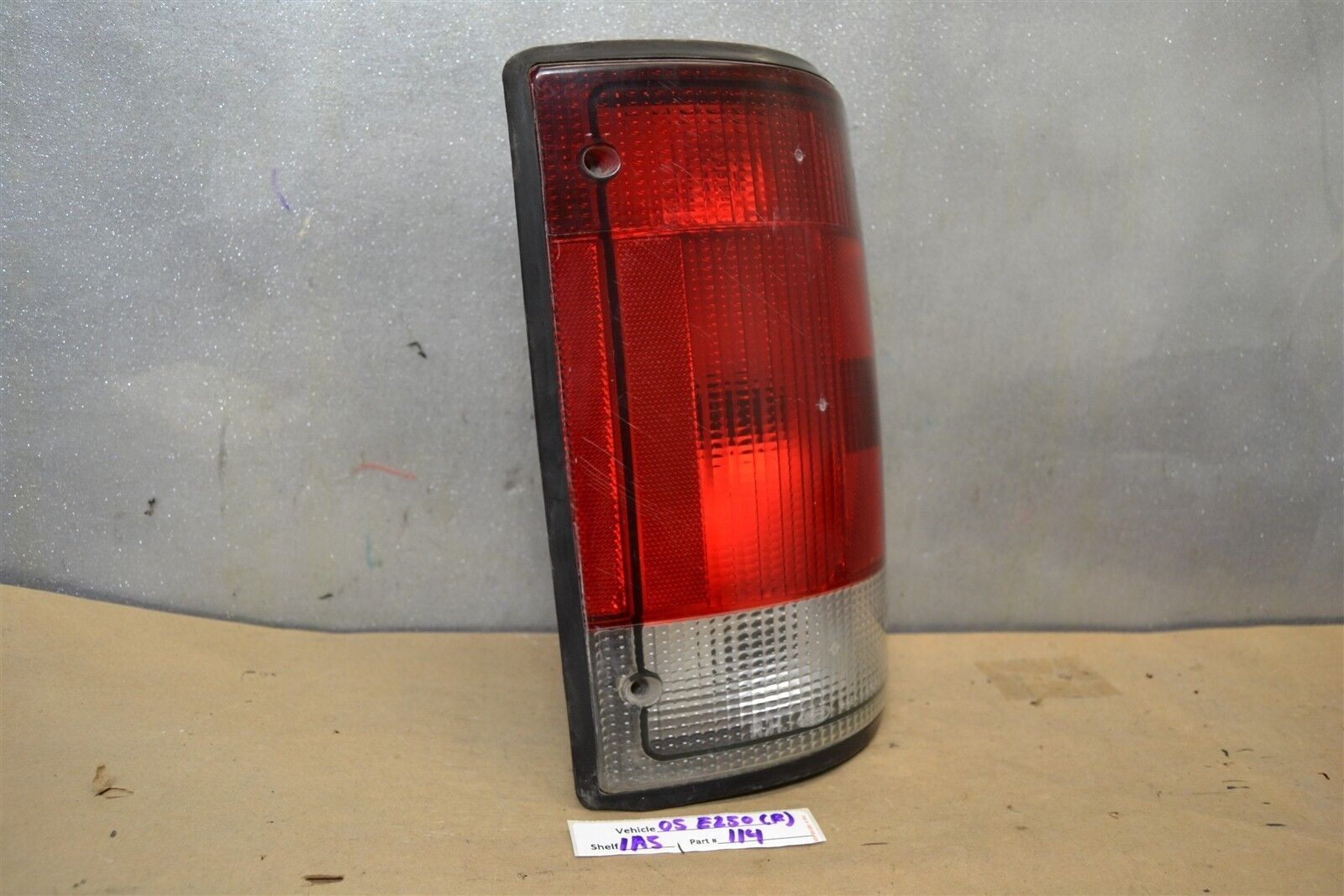 2000-2005 Ford Excursion//1995-2002 Econoline E150 E250 Left Tail Light OEM Shiny