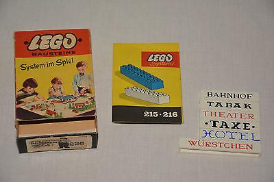 Vintage Lego Box mit beschrifteten Steinen & Faltblatt Lego Würstchen Taxe Hotel