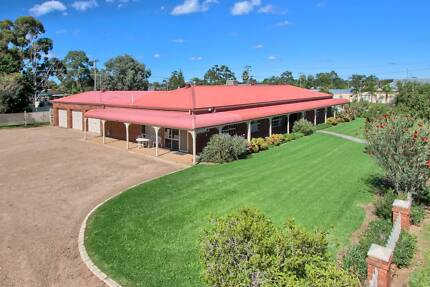 Exec. Home/Offices + High Profile Display Yard Handy  Wagga