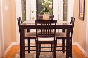 BEAUTIFUL 5pc. Dining / Pub Set - GREAT CONDITION