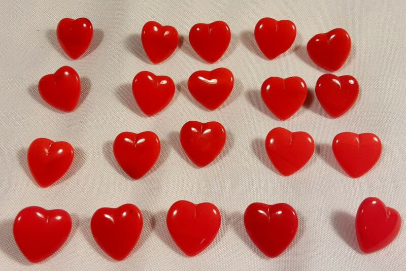 """20 Vtg 1970s JHB International Glass Realistic Novelty BUTTONS 1/2"""" Red Hearts"""