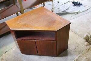 A used tv stand Woodridge Logan Area Preview