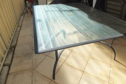 Outdoor dining table - 6 seater excellent condition