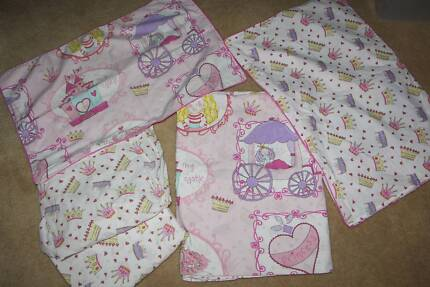 Single Bed Princess Quilt cover and sheet set Exc Cond