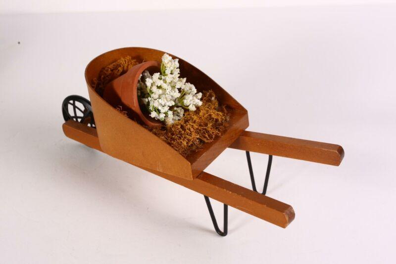 Byers Choice Carolers Gardeners Wheelbarrow with Flower Pot Fall VGC