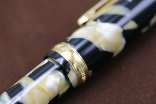Platinum #3776 Black and Pearl Celluloid Fountain Pen - UNUSED 4