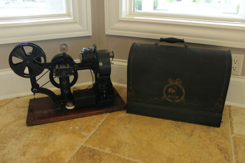 Pathe Freres KOK 28 mm 1912 Antique Movie Projector with Lid silent hand crank