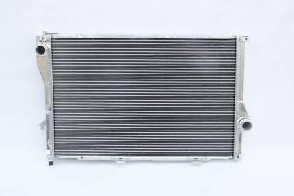 94-01 BMW E38 728 i/728 iL/735 i/735 iL/740 M54/52/62 Radiator Silverwater Auburn Area Preview
