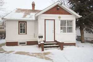 Close to Schools! Alberta Side House!
