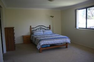 Huge bedroom with ensuite - suit student, couple or working perso Allambie Heights Manly Area Preview