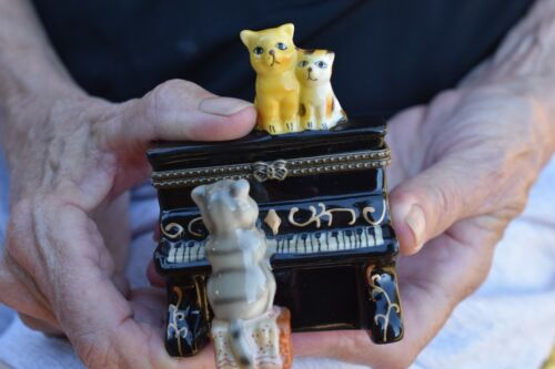 Hinged Lid Trinket/Pill BoxTabby Cat Topper Piano