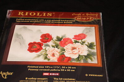 Flowers red pink printed background nature Riolis Counted Cr