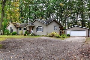 Home for sale with Nanny Suite in Grand Bend!
