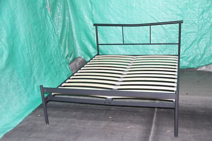 Double Size Metal Bed, excelent condition