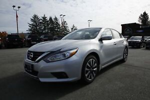 2017 Nissan Altima 2.5 - Alloy wheels, Sun Roof, Push start